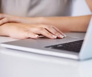 computer_hand_searching_112
